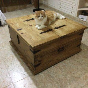 Baúl mesa central de madera de pino