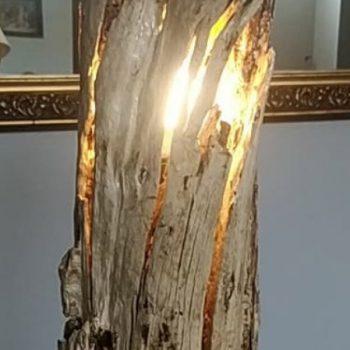 Lampara de tronco recuperado del mar