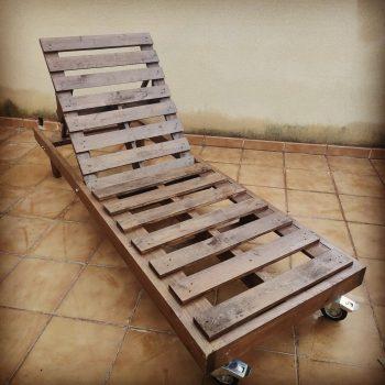 Tumbona de madera 💯 % reciclada y es reclinable